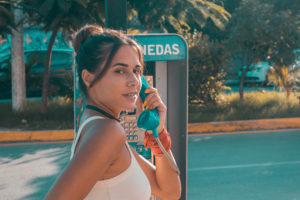 flor gaona, sitocorock, influencer, riviera maya, playa del carmen, mexico, car, fashion, streestyle, 90s, 80s, blogger, denim, telephone, makeup