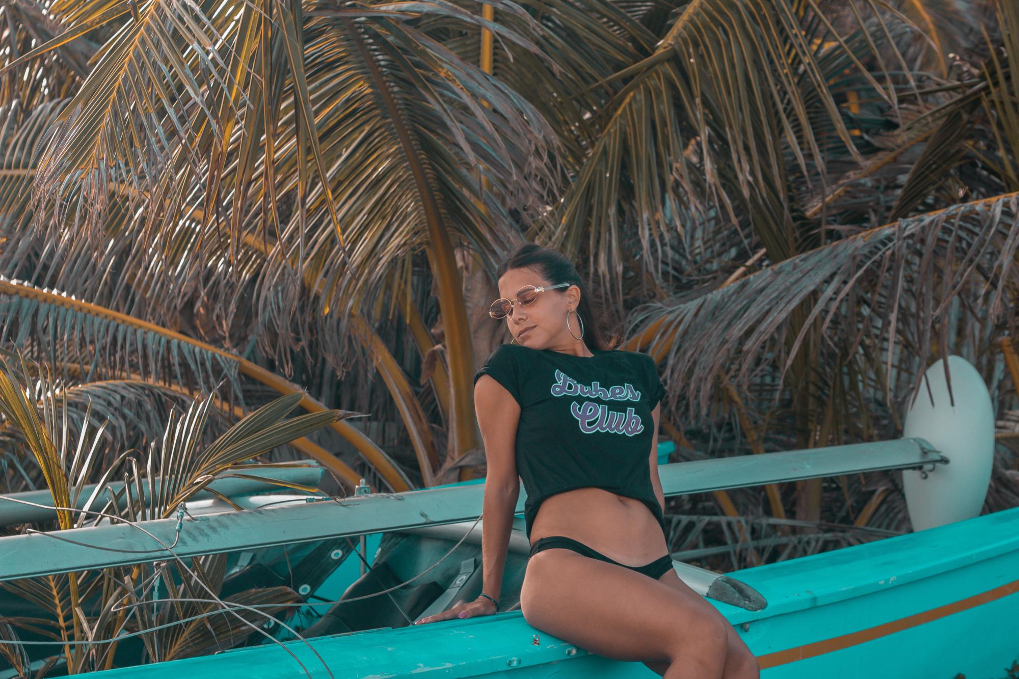 flor gaona, sitocorock, influencer, riviera maya, playa del carmen, mexico, car, fashion, streestyle, 90s, 80s, blogger, makeup, boat, beach, babe